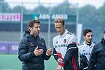 AMSTELVEEN - coach Xanti Freixa (Adam) met Billy Bakker (Adam)  tijdens de hoofdklasse competitiewedstrijd mannen, Amsterdam-HCKC (1-0).  COPYRIGHT KOEN SUYK