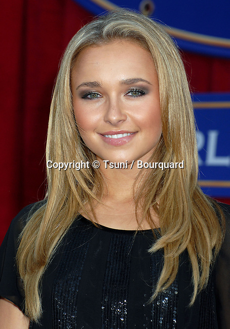 Hayden Panettiere arriving at the RATATOUILLE Premiere at the Kodak Theatre in Los Angeles.<br /> <br /> headshot<br /> eye contact<br /> smile