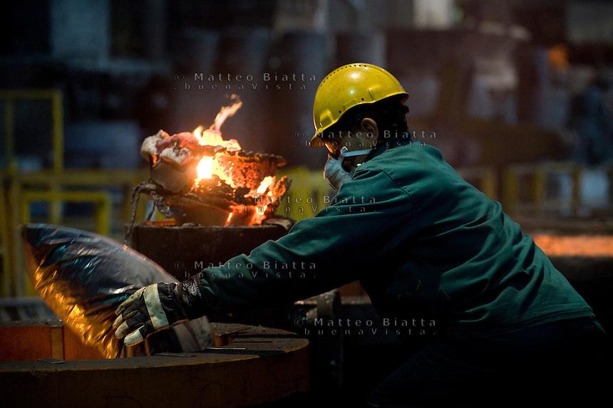 FONDERIA METALCAM NELLA FOTO FACTORY BRENO 14/12/2011 FOTO MATTEO BIATTA<br /> <br /> FOUNDRY METALCAM IN THE PICTURE FACTORY BRENO 14/12/2011 PHOTO BY MATTEO BIATTA