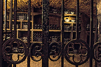 Europe/France/Bourgogne/21/Côte d'Or/Nuits Saint Georges : Les caves de la maison Charles Vienot - Grille à l'entrée du caveau [Non destiné à un usage publicitaire - Not intended for an advertising use]