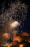 Fuochi d'artificio illuminano Castel Sant'Angelo per celebrare la festivita' dei Santi Pietro e Paolo, a Roma, 29 giugno 2013.<br /> Fireworks light St. Angel Castle in Rome, to celebrate the patrons St. Peter and St. Paul, 29 June 2013. <br /> UPDATE IMAGES PRESS/Isabella Bonotto
