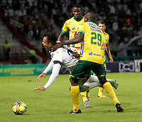 MANIZALES  -COLOMBIA. 26-OCTUBRE-2014. Accion de juego entre los equipos Once Caldas y Atletico Huila  partido de la 16 fecha de La Liga Postobon II jugado en el estadio Palogrande .  /Action game between teams Atletico Huila and Once Caldas party 16 The date Postobon II League played at the stadium Palogrande .Photo:  VizzorImage / Santiago Osorio / Stringer