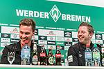 06.12.2018, Weserstadion, Bremen, GER, 1.FBL, PK SV Werder Bremen<br /> <br /> im Bild <br /> <br /> Sebastian Langkamp (Werder Bremen #15) und  Florian Kohfeldt (Trainer SV Werder Bremen) lachen zusammen, <br /> bei PK / Pressekonferenz vor dem Heimspiel gegen Fortuna Duesseldorf, <br /> <br /> Foto © nordphoto / Ewert