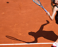29-05-12, France, Paris, Tennis, Roland Garros, shadow of Sharapova
