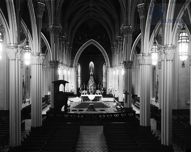 GPHR 45/0052:  Basilica of the Sacred Heart interior, c1950s..Image from the University of Notre Dame Archives.