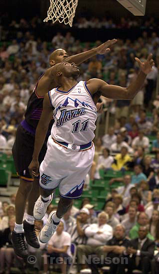 Jacque Vaughn seems to fly at Jazz vs. Phoenix Suns.<br />