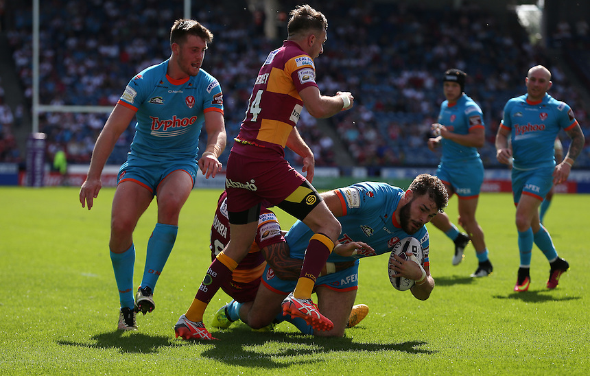 St Helens' Alex Walmsley forces his way through and scores his sides seventh try <br /> <br /> Photographer Stephen White/CameraSport<br /> <br /> Rugby League - First Utility Super League Round 22 - Huddersfield Giants v St Helens - Sunday 17 July 2017 - John Smith's Stadium - Huddersfield, West Yorkshire<br /> <br /> <br /> World Copyright &copy; 2016 CameraSport. All rights reserved. 43 Linden Ave. Countesthorpe. Leicester. England. LE8 5PG - Tel: +44 (0) 116 277 4147 - admin@camerasport.com - www.camerasport.com