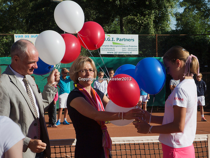 05-08-13, Netherlands, Dordrecht,  TV Desh, Tennis, NJK, National Junior Tennis Championships, Official Opening Ceremony<br /> <br /> <br /> Photo: Henk Koster