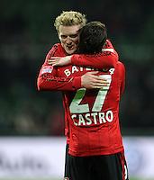 FUSSBALL   1. BUNDESLIGA    SAISON 2012/2013    14. Spieltag   SV Werder Bremen - Bayer 04 Leverkusen                28.11.2012 Andre Schuerrle (li) und Gonzalo Castro (re, beide Bayer 04 Leverkusen) freuen sich nach dem Abpfiff
