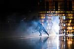 Stockholm 2014-09-27 Ishockey Hockeyallsvenskan AIK - Mora IK :  <br /> AIK:s spelare under ett intro innan matchen mellan AIK och Mora <br /> (Foto: Kenta J&ouml;nsson) Nyckelord:  AIK Gnaget Hockeyallsvenskan Allsvenskan Hovet Johanneshovs Isstadion Mora MIK intro genre r&ouml;k