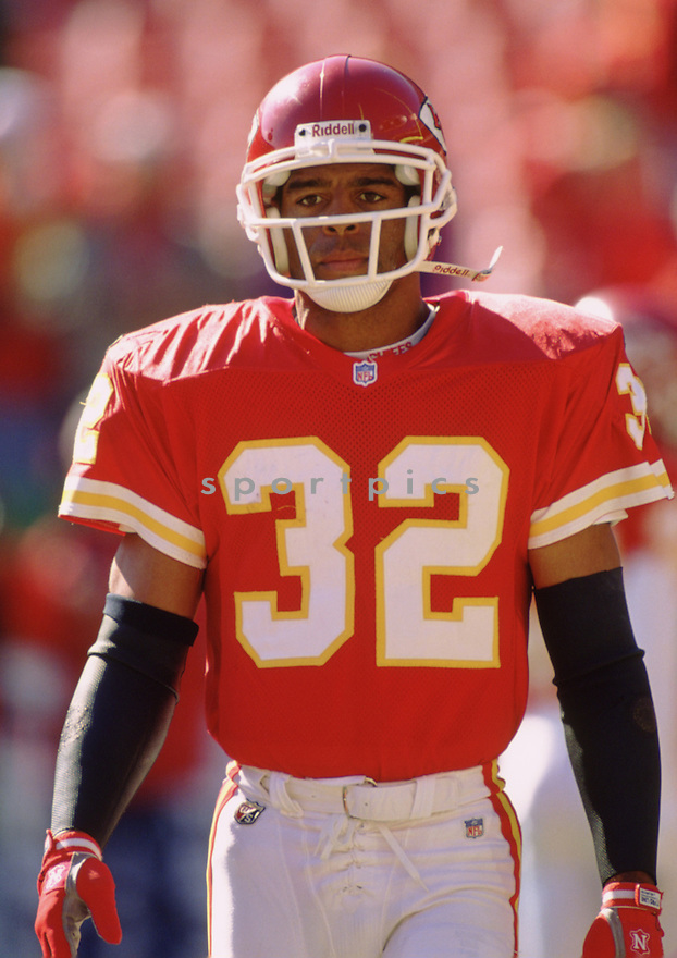 Kansas City Chiefs Marcus Allen (32) during a game against from his 1995 season with the Kansas City Chiefs. Marcus Allen played for 16 years with 2 different teams, was a 6-time Pro Bowler and was inducted to the Pro Football Hall of Fame in 2003.