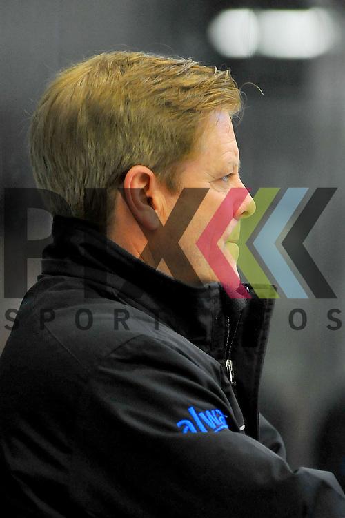 Coach Kevin GAUDET (SC Bietigheim Steelers) im Spiel der DEL2, Bietigheim Steelers - Freiburger Woelfe.<br /> <br /> Foto &copy; PIX-Sportfotos *** Foto ist honorarpflichtig! *** Auf Anfrage in hoeherer Qualitaet/Aufloesung. Belegexemplar erbeten. Veroeffentlichung ausschliesslich fuer journalistisch-publizistische Zwecke. For editorial use only.