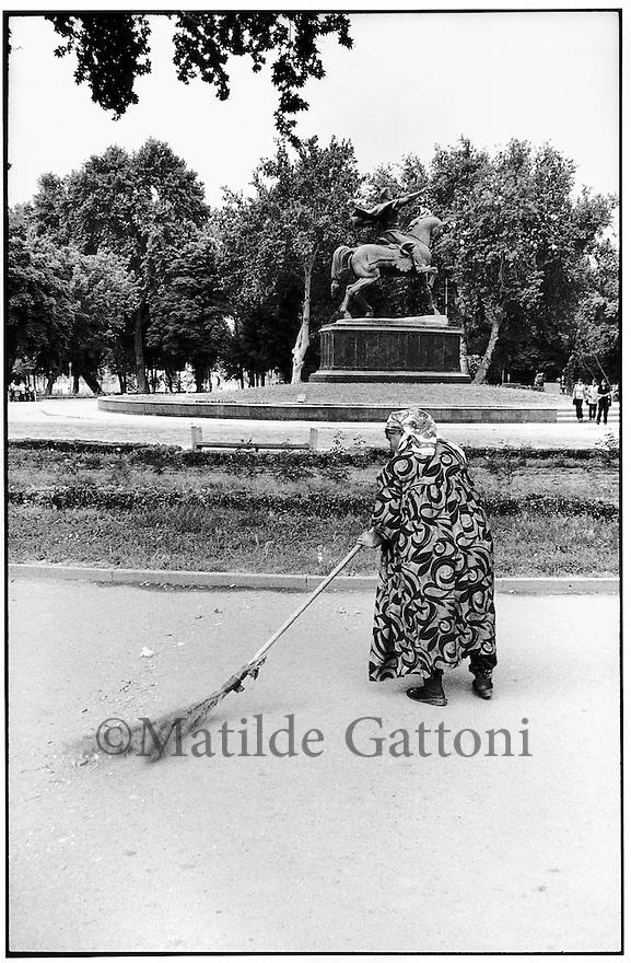 Uzbekistan - Tashkent - Cleaner in Amir Timur Square.