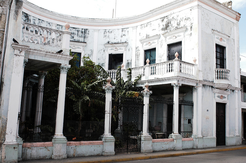 An example of the kinds of houses that are in disrepair in Merida's city center.  This house is only 2 blocks from the Plaza Grande.