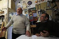 Vecchi amici. Old friends..Nello storico quartiere di San Lorenzo a Roma, un gruppo di amici si riunisce per pranzo,nella falegnameria di Graziano Azzurri.L' occasione è il compleanno di Vincenzo, 76 anni ex tassista..In the historic district of  San Lorenzo in Rome, a group of friends meets for lunch, in carpentry of Graziano Azzurri. On the occasion of the birthday of  Vincenzo, 76 years ex taxi driver..Gino canta,Gino sing...