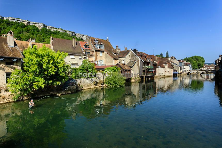 France, Doubs (25), Ornans traversé par le Loue // France, Doubs, Ornans and the Loue river