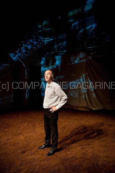 """Theatre company De Theaterfactorij playing """"De Kleine Waanzin"""" from Johanna Spaey, directed by Eva De Mulder (Belgium, 07/05/2014)"""