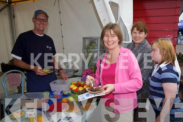 At the Valentia Island King Scallop Paul Duff from the Lighthouse Cafe shows Mary Sugrue, Bernie & Ellen O'Donoghue how he likes to serve up his King Scallops.  A number of restaurants form the area gave cooking  demonstrations including The Fuchsia Restaurant, The Royal Valentia & The Moorings - Portmagee.