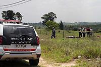 CAMPINAS, SP 30.10.2018-POLICIA-Um homem foi morto na manh&atilde; desta ter&ccedil;a-feira (30), em Campinas, interior de S&atilde;o Paulo, na regi&atilde;o do Campo Grande. A v&iacute;tima, que n&atilde;o teve a identidade revelada pela pol&iacute;cia, estava trabalhando com entregas de comida. De acordo com testemunhas, dois homens passaram em uma moto, no Jardim Santa Clara, e efetuaram, pelo menos, tr&ecirc;s disparos na v&iacute;tima, que caiu &agrave;s margens da rua e morreu no local. <br /> A v&iacute;tima era motoboy e estava com vestimentas de entrega de comida por aplicativo. (Foto: Denny Cesare/Codigo19)