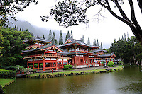 Byodo-In Buddhist temple in the Valley of the Temples, Oahu, Hawaii. The temple is a replica of the 900-year-old Byodo-In temple in Uji, Japan. Oahu, Hawaii RIGHTS MANAGED LICENSE AVAILABLE FROM www.PhotoLibrary.com