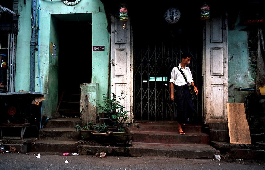 Yangon Streets, Yangon, Burma/Myanmar, November 2010. Photo: Ed Giles.