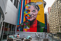 NOVA YORK, EUA, EDUARDO-KOBRA - Mural do artista muralista brasileior Eduardo Kobra 'pedindo paz  é visto em Nova York. (Foto: Vanessa Carvalho/Brazil Photo Press)