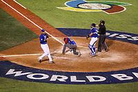 Robinson Chirinos de Venezuela en su torno al bat en el sexto inning, durante el partido de desempate Italia vs Venezuela, World Baseball Classic en estadio Charros de Jalisco en Guadalajara, Mexico. Marzo 13, 2017. (Photo: AP/Luis Gutierrez)