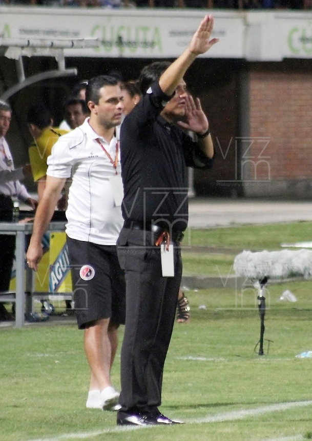 CUCUTA - COLOMBIA -31 -07-2015: Flavio Torres, tecnico de Cucuta Deportivo durante partido entre Cucuta Deportivo y Millonarios, por la fecha 4 de la Liga Aguila II-2015, jugado en el estadio General Santander de la ciudad de Cucuta.  / Flavio Torres, coach of Cucuta Deportivo during a match between Cucuta Deportivo and Millonarios, for the date 4 of the Liga Aguila II-2015 at the General Santander Stadium in Cucuta city, Photo: VizzorImage / Manuel Hernandez/ Cont. (Mejor Calidad disponibles /Best Quality available)