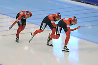 SCHAATSEN: HEERENVEEN: IJsstadion Thialf, 18-11-2012, Essent ISU World Cup, Season 2012-2013, Ladies Team Pursuit, Claudia Pechstein, Isabelle Ost, Stephanie Beckert (GER), ©foto Martin de Jong
