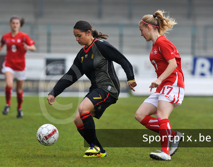 UEFA Women's Under 17 Championship - Second Qualifying round - group 1 : Switzerland - Belgium  : .Lola Wajnblum voor Pauline Vienne.foto DAVID CATRY / Vrouwenteam.be