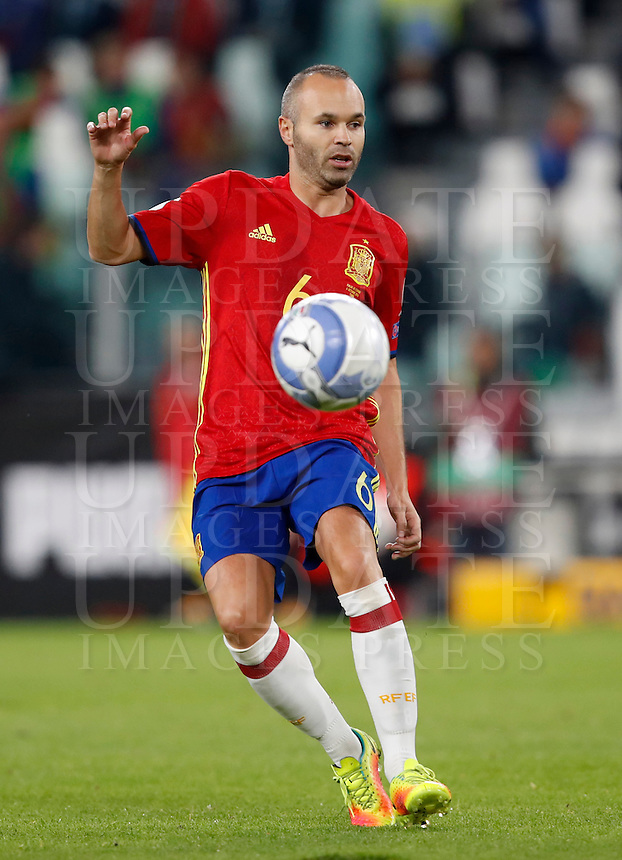 Spain Andres Iniesta in action during the Fifa World Cup 2018 qualification soccer match between Italy and Spain at Turin's Juventus Stadium, October 6, 2016. The game ended 1-1.<br /> UPDATE IMAGES PRESS/Isabella Bonotto