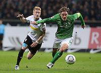 FUSSBALL   1. BUNDESLIGA  SAISON 2011/2012  30. SPIELTAG 10.04.2012 SV Werder Bremen - Borussia Moenchengladbach  Clemens Fritz (re, SV Werder Bremen) gegen Marco Reus (Borussia Moenchengladbach)