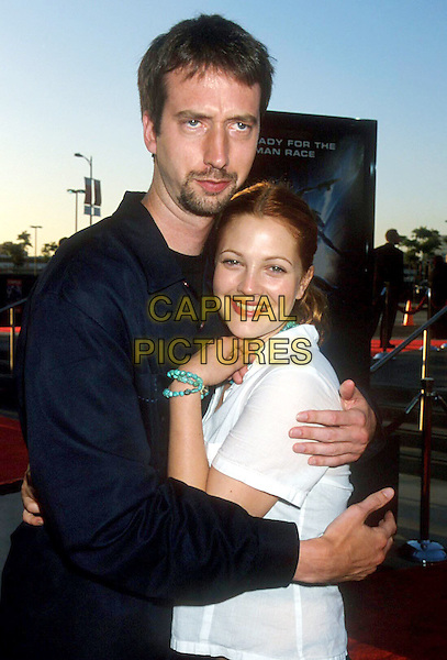 "TOM GREEN & DREW BARRYMORE.""Titan A.E."" Premiere, Staples Center.half length, half-length, ex celebrity couple, divorced, hug, embrace.www.capitalpictures.com.sales@capitalpictures.com.Supplied By Capital PIctures"
