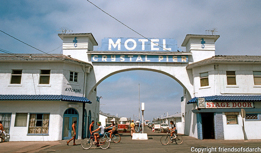 San Diego: Crystal Pier Motel (Entrance), Foot of Garnet, Pacific Beach.  (Photo 1982)
