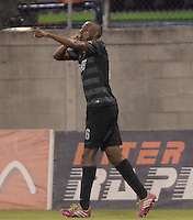 ENVIGADO -COLOMBIA-19-02-2014. Juan David Valencia de Atlético Nacional celebra un gol en contra de Envigado FC durante partido por la fecha 6 de la Liga Postobón I 2014 realizado en el Polideportivo Sur de la ciudad de Envigado./ Juan David Valencia player of Atletico Nacional celebrates a goal against Envigado FC during match for the 6th date of the Postobon League I 2014 at Polideportivo Sur in Envigado city.  Photo: VizzorImage/Luis Ríos/STR