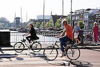 Nederland Leiden  2016  06 24 .  Fietsen bij het Galgewater.  Foto Berlinda van Dam / Hollandse  Hoogte