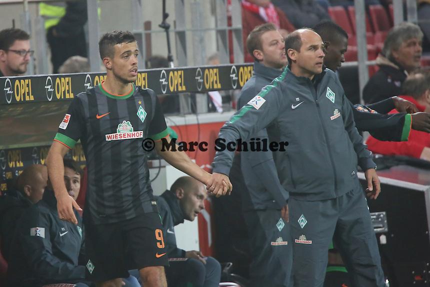 Franco di Santo (Werder) klatscht nach seiner Auswechslung ab - 1. FSV Mainz 05 vs. SV Werder Bremenl, Coface Arena