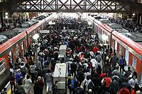 02.08.2018 - Falha na Linha 7-Rubi causa lotação na estação da Luz em SP