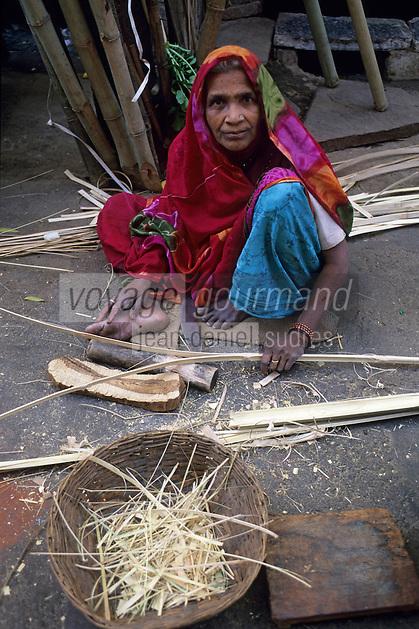 Asie/Inde/Rajasthan/Udaipur: Marché Mandi - Les intouchables fabriquent des paniers avec des bambous