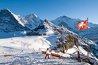 CHE, Schweiz, Kanton Bern, Berner Oberland, Grindelwald: Maennlichen Bergstation mit Eiger (3.970 m), Moench (4.107 m), Tschuggen (2.520 m), Lauberhorn (2.473 m) und Jungfrau (4.158 m) | CHE, Switzerland, Canton Bern, Bernese Oberland, Grindelwald: Maennlichen top station with Eiger (3.970 m), Moench (4.107 m), Tschuggen (2.520 m), Lauberhorn (2.473 m) + Jungfrau (4.158 m) mountains