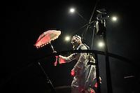 """LISBOA, PORTUGAL, 31 DE MAIO 2012 - FESTAS DE LISBOA - Apresentacao de abertura da """"Festas de Lisboa 2012"""", espetáculo criado pelo grupo Titanick Theatre e os músicos franceses Fanfare Le Snob, na parca dos Restauradores, na noite desta quinta-feira, 31. O Festas de Lisboa acontece com vasta programação cultural de hoje ate o final de junho.   (FOTO: VANESSA CARVALHO / BRAZIL PHOTO PRESS."""