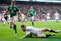 Elliot Daly of England scores a try in the second half. Natwest 6 Nations match between England and Ireland on March 17, 2018 at Twickenham Stadium in London, England. Photo by: Patrick Khachfe / Onside Images