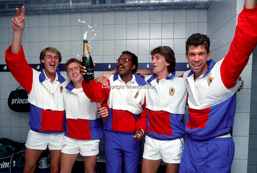 Daviscup, v.l.n.r.: Paul Haarhuis, Tom Nijssen, Captain Stan Franker, Mark Koevermans en Michiel Schapers