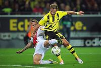 FUSSBALL   CHAMPIONS LEAGUE   SAISON 2012/2013   GRUPPENPHASE   Borussia Dortmund - Ajax Amsterdam                            18.09.2012 Mario Goetze (re, Borussia Dortmund) gegen Niklas Moisander (li, Ajax)