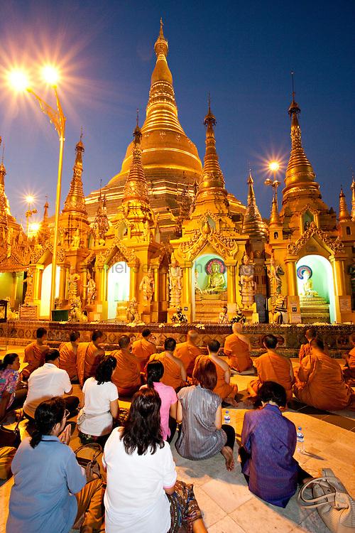 Peopple at Shwedagon pagoda