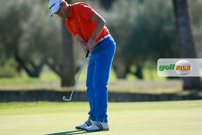 Christian Cevaer (FRA) sinks his birdie putt on the 2nd green during Thursday's Round 1 of the Castello Masters at the Club de Campo del Mediterraneo, Castellon, Spain, 20th October 2011 (Photo Eoin Clarke/www.golffile.ie)