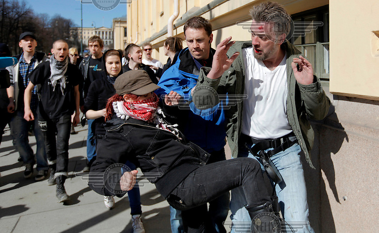 Norwegian Defence League held their first rally in Oslo on April 9, 2011. Only a handuful of people turned up, and NDL were outnumbered by media representatives. In another part of town opponents held a counter demonstration.