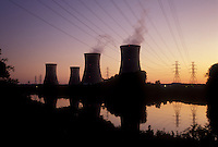 AJ3219, nuclear power plant, electricity, Three Mile Island, cooling tower, Pennsylvania, The cooling towers at Three Mile Island Nuclear Power Plant reflect in the calm water of the Susquehanna River at sunset (evening) in Middletown in the state of Pennsylvania. Site of the 1979 radioactive nuclear accident.