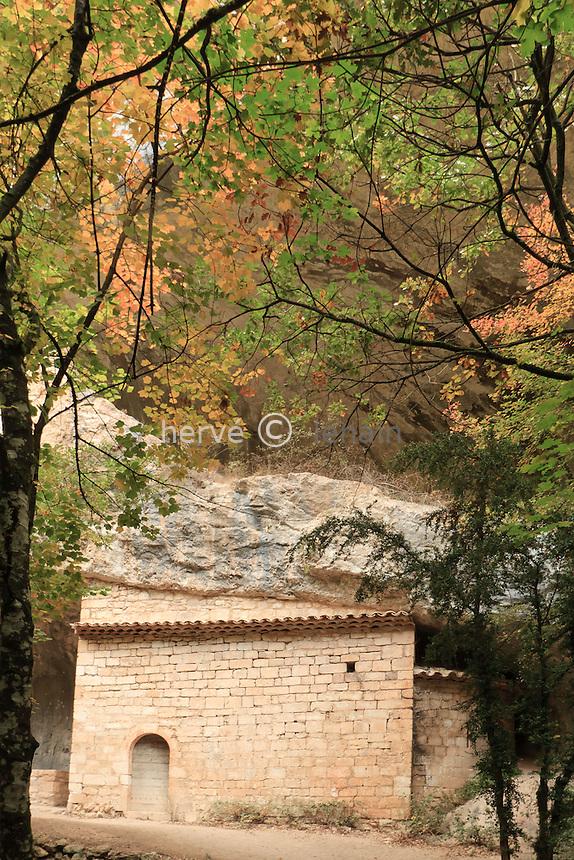 France, Vaucluse (84), Monieux, chapelle Saint-Michel au fond des gorges de la Nesque // France, Vaucluse, Monieux, chapel ST. Michel at the bottom of the gorges of Nesque
