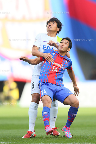 (L to R) <br /> Kazuhiko Chiba (Sanfrecce), <br /> Yoshinori Muto (FC Tokyo), <br /> APRIL 18, 2015 - Football /Soccer : <br /> 2015 J1 League 1st stage match <br /> between F.C. Tokyo 1-2 Sanfrecce Hiroshima <br /> at Ajinomoto Stadium, Tokyo, Japan. <br /> (Photo by YUTAKA/AFLO SPORT) [1040]